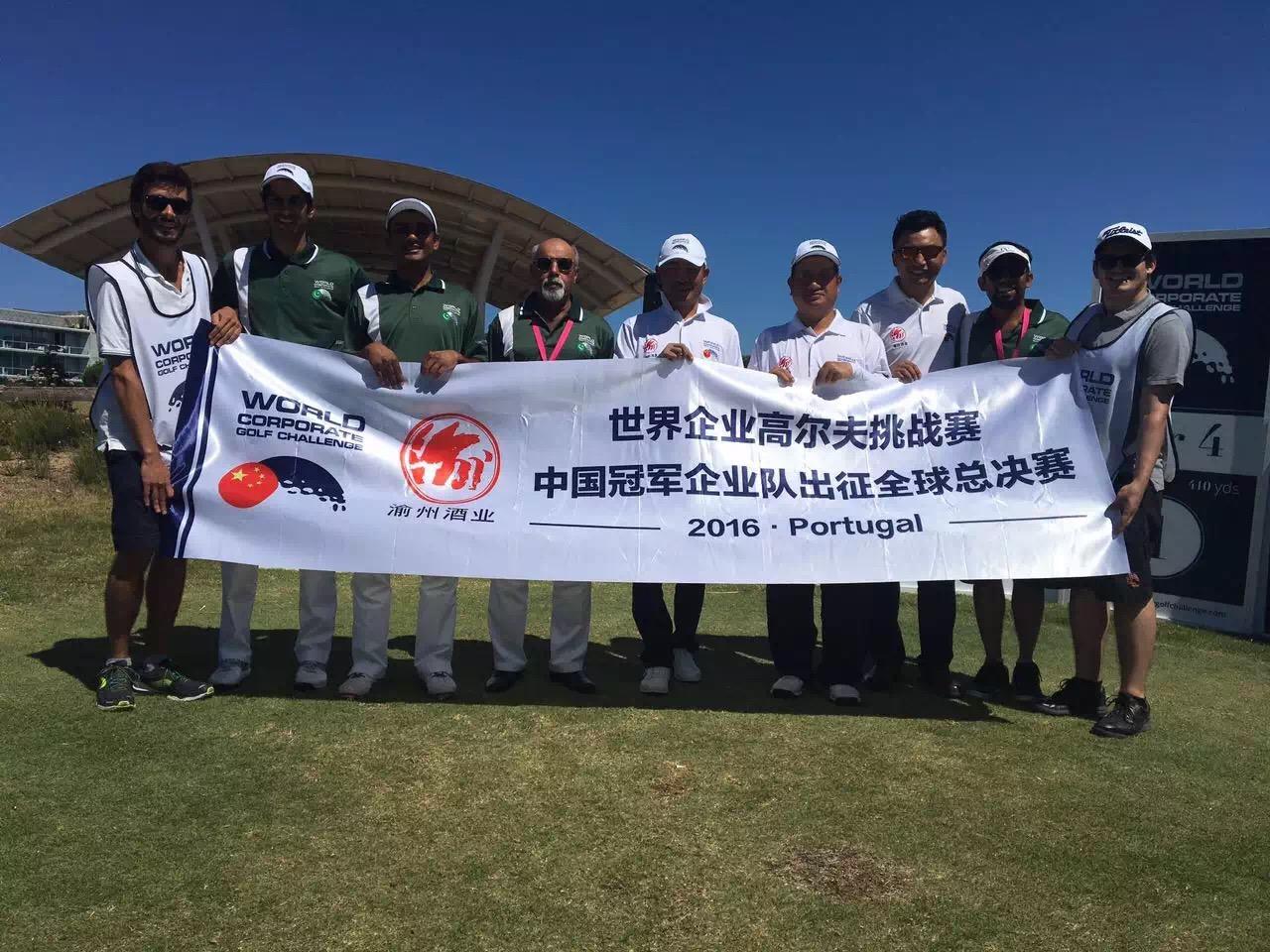 中国代表队与同组巴基斯坦队发球台合影